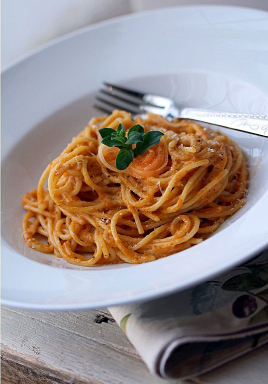 Post image for Spaghetti al Melone {Giuliano Hazan's Recipe from his Wonderful Book, Thirty Minute Pasta}
